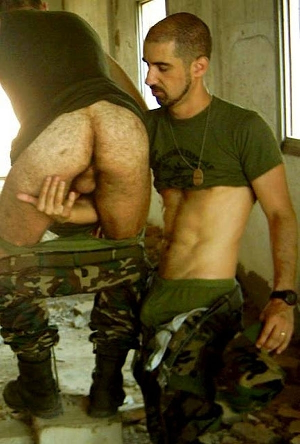 naked-military-men-having-sex-smiley-porno