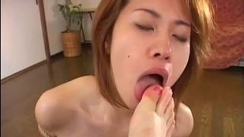lesbian cunnilingus,female foot slave,lesbian toe sucking