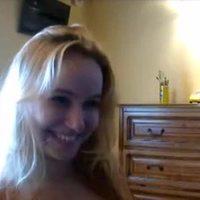 Novinha levando gozada na cara - veja mais aqui http://j.mp/plateporn