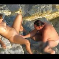 Handjob-blowjob on beach - hidden camera